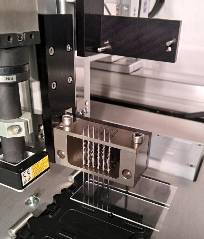 non contact spotting pin driven micro dispenser